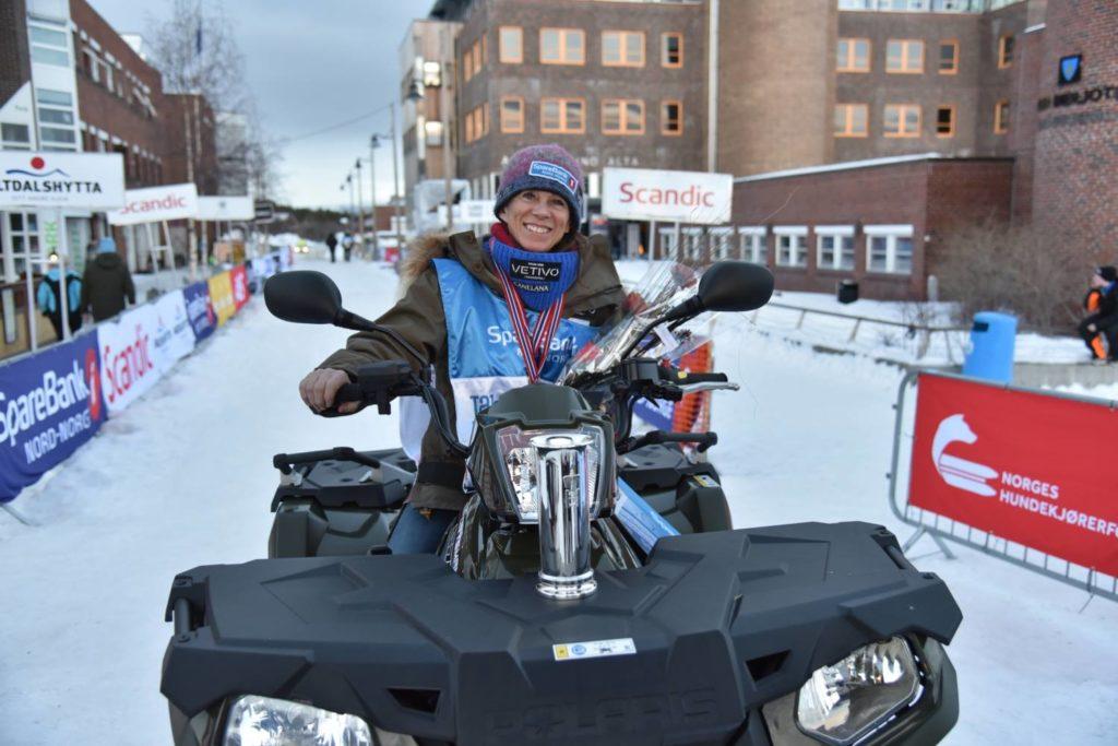 Elisabeth Edland på Polaris ATV