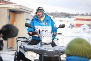 Harald Tunheim prøvesitter sin nye ATV fra Polaris. (Foto: Ann Christin Pettersen)