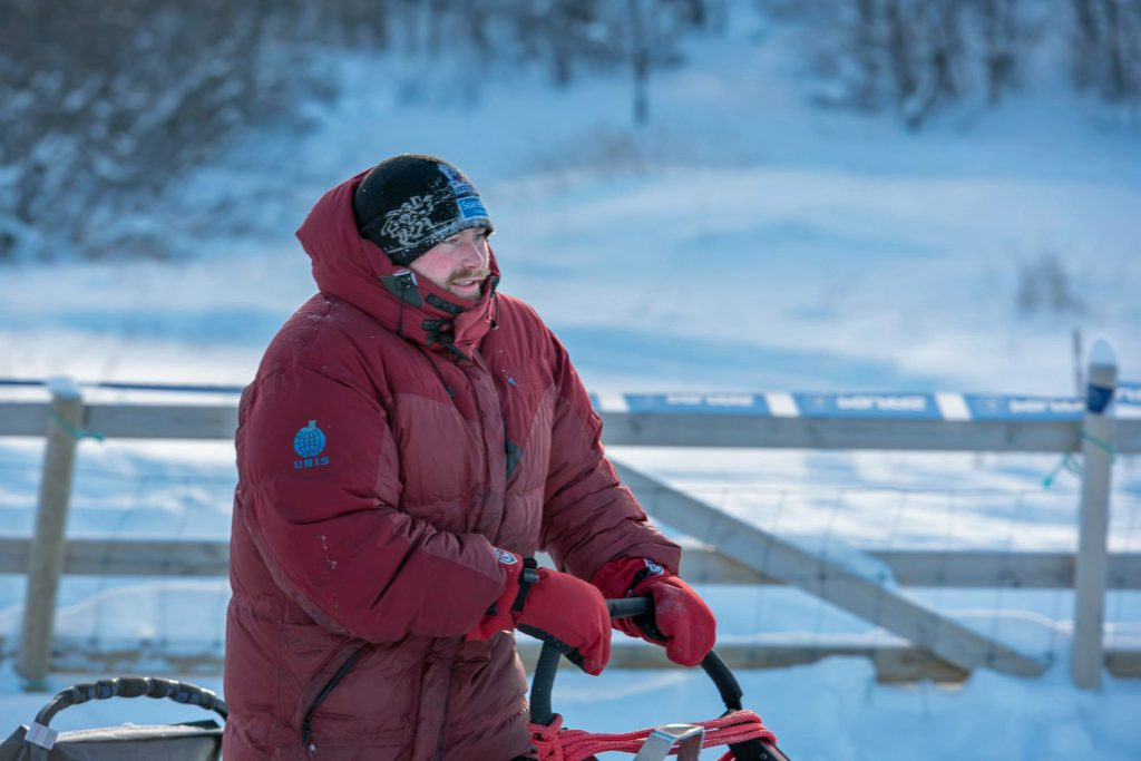 Kristian Walseth and the leaders have a fairly cool ride on the leg between checkpoints Varangerbotn and Levajok. (Photo: Reidar Arnesen/@arcticlapse