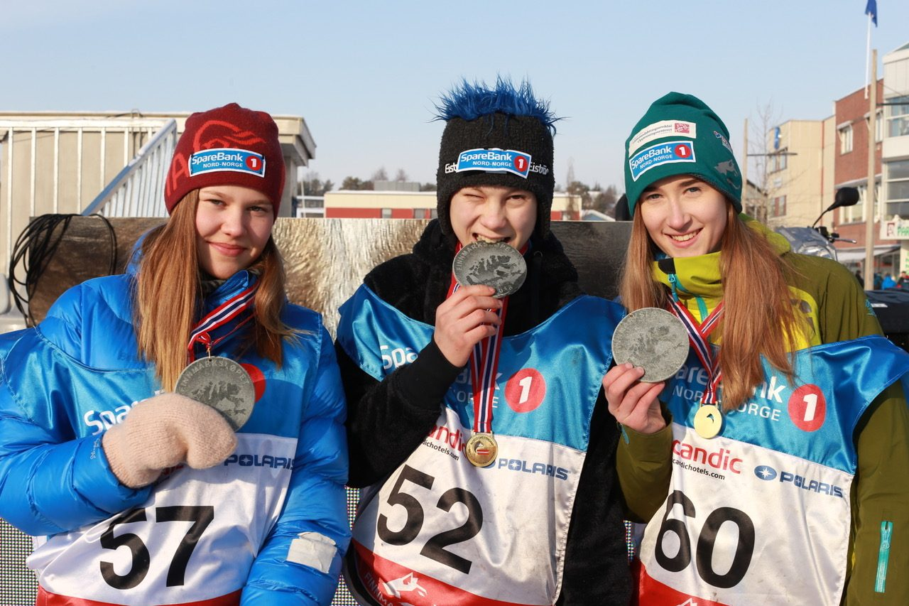 From the left: Solveig Kristine Kvam, Ole Henrik Isaksen Eira and Maria Jøraholmen with their respective medals. (Foto: Ann Christin Pettersen)