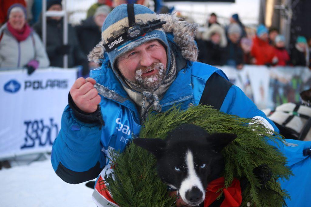 Harald Tunheim og lederhunden Polaris var glade for å vinne! (Foto: Ann Christin Pettersen)