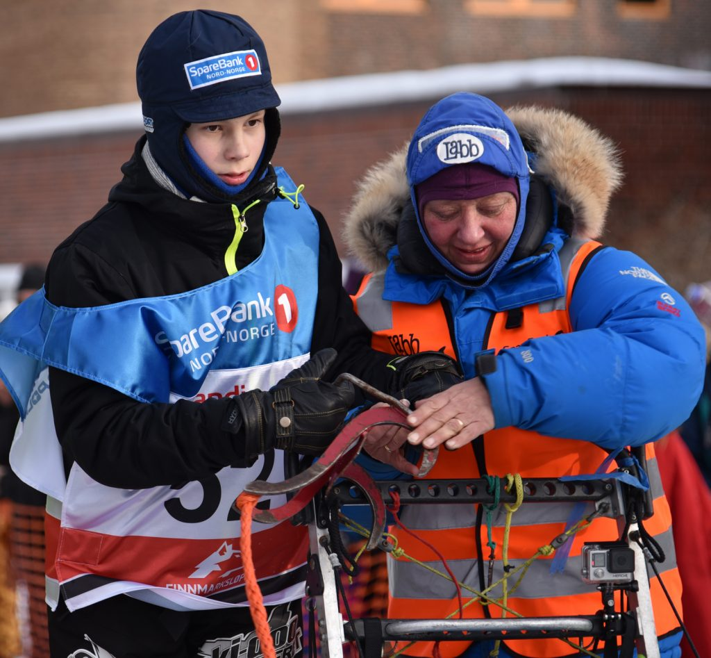 Ole Henrik Isaksen Eira assisted by May-Conny Johansen at today's race start. (Photo: Morten Broks)