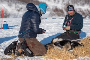 Kristian Walseth smiles and has 10 dogs in his team. (Photo: Reidar Arnesen/@arcticlapse)