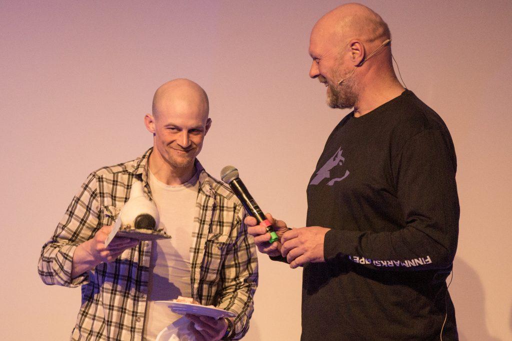 Dallas Seavey fikk prisen for mest uheldige kjører; Most Unlucky Musher Award. (Foto: Mikhail Pankov)